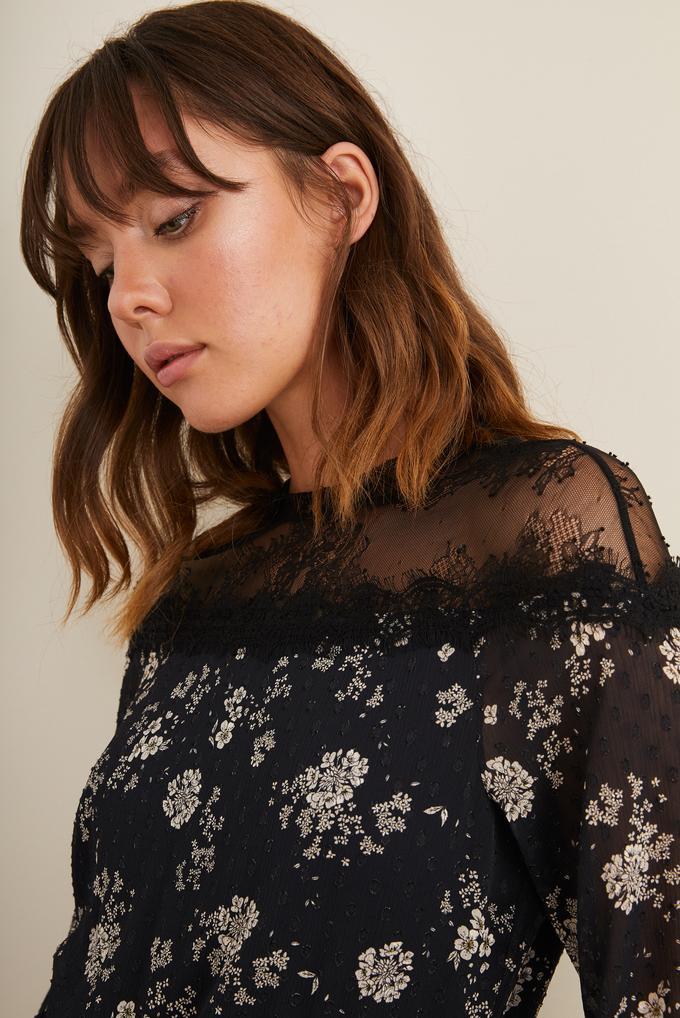 Siyah Omuzları  Dantelli Desenli Elbise