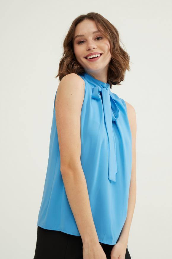 Mavi Yaka Detaylı Bluz