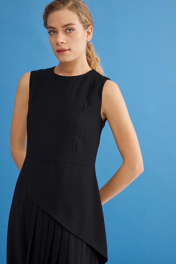 Siyah Kolsuz Pliseli Elbise