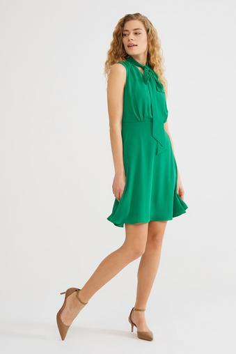 Yeşil Yakası Bağcıklı Elbise
