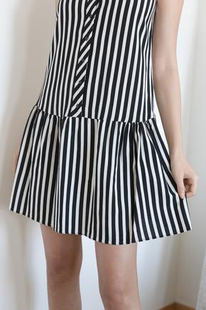 Siyah Kolsuz Çizgili Elbise