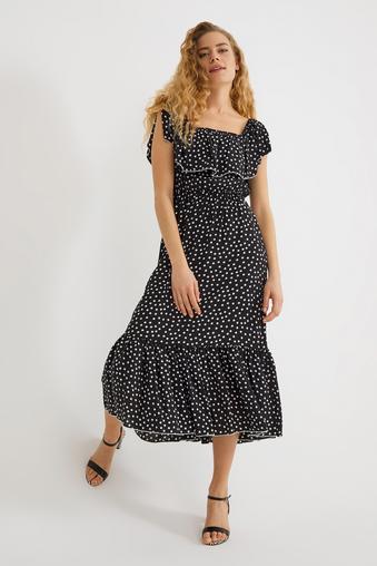 Siyah Yakası Lastikli Elbise