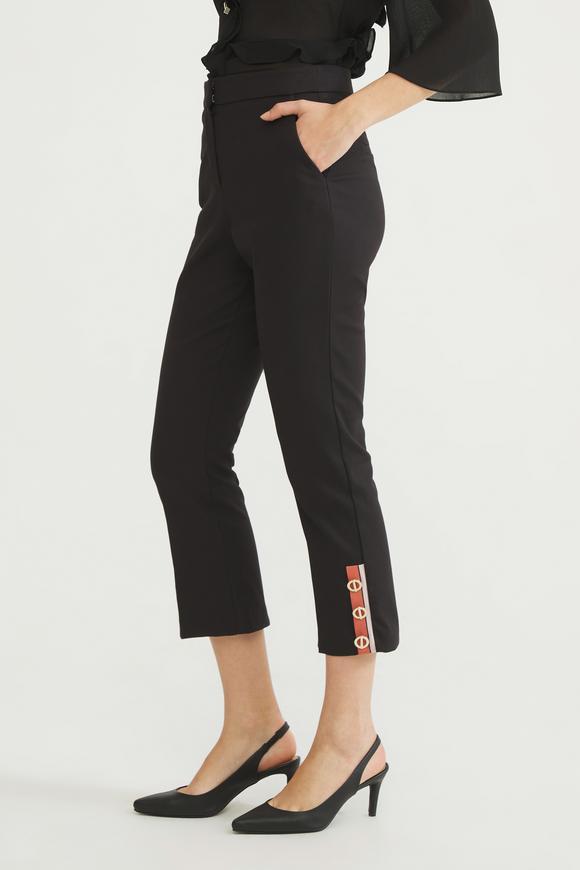 Siyah Paçası Detaylı Pantolon