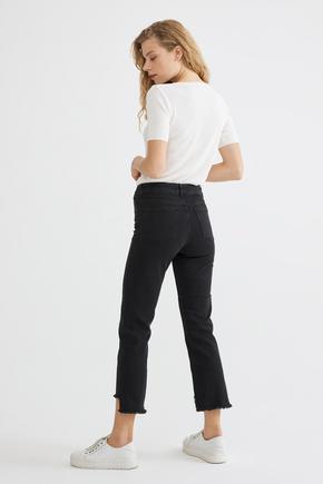 Siyah Paça Detaylı Jean Pantolon