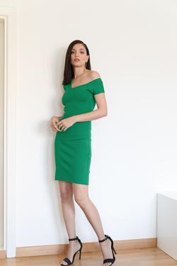 Düşük Omuzlu Elbise