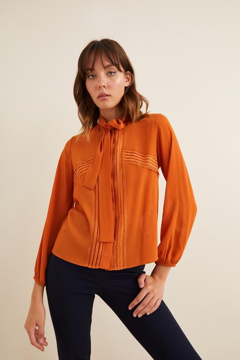 Turuncu Dantel Detaylı Fularlı Gömlek