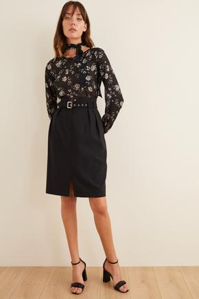 Siyah Desenli Yakası Fularlı Bluz