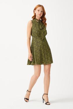 Yakası Fularlı Şifon Elbise