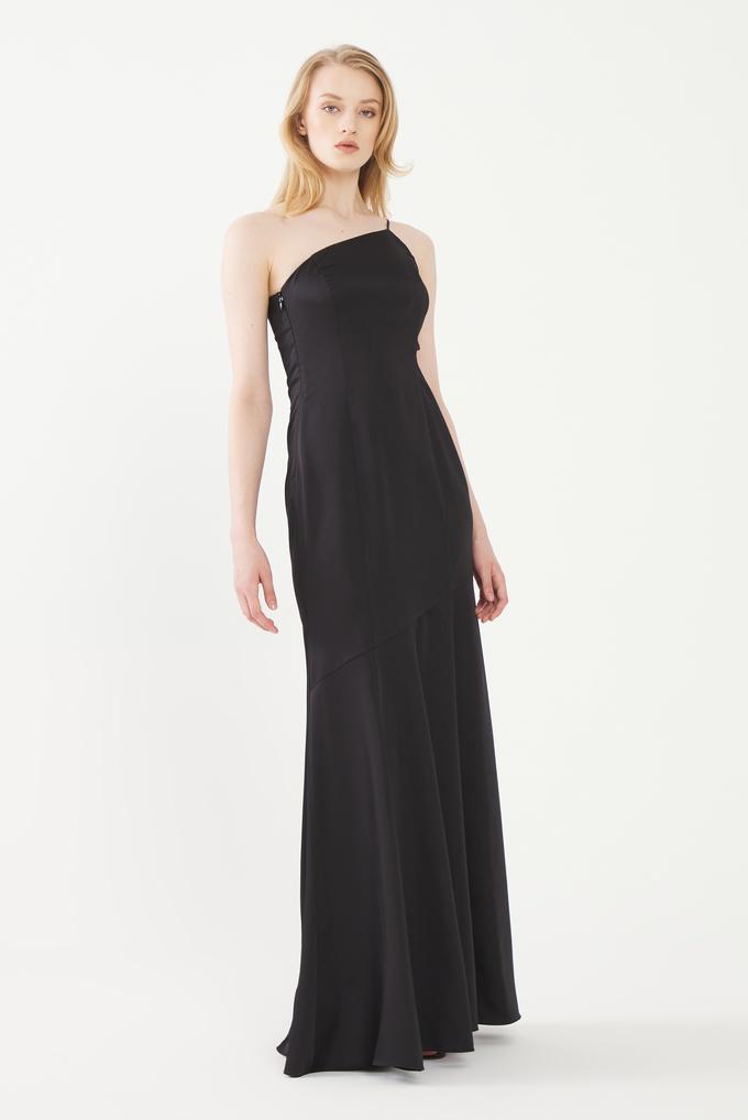 Siyah Yanı Dekolteli Saten Elbise
