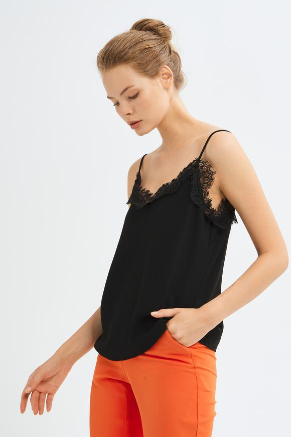 Siyah Askılı Dantel Bluz