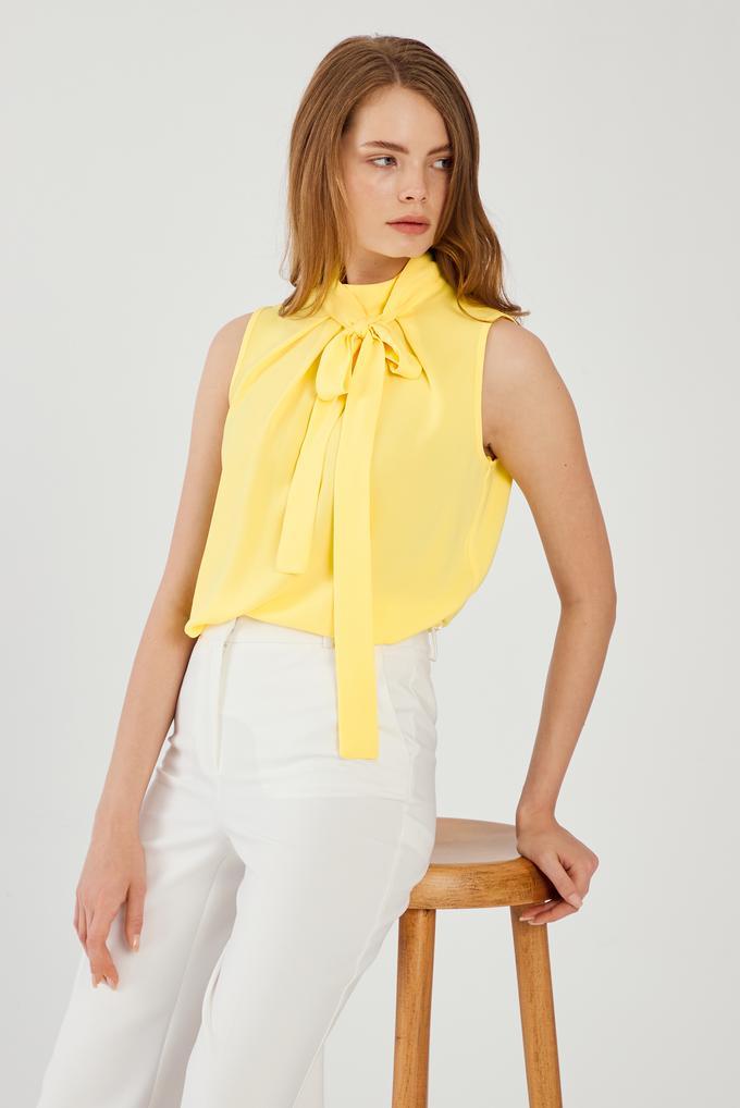 Sarı Yaka Detaylı Bluz