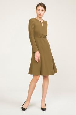 Yakası Aksesuarlı Elbise