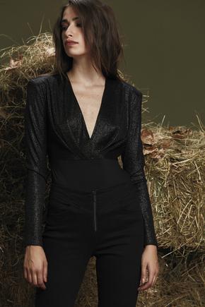 Siyah Önü Pilili Bluz