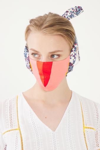 Kırmızı Desenli Maske