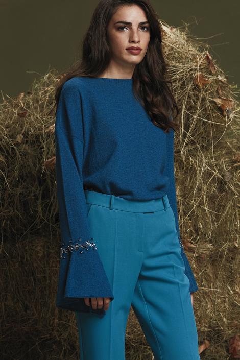 Mavi Kolu Taşlı Volanlı Kazak