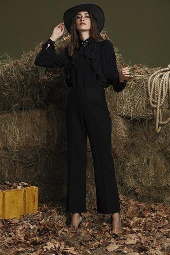 Siyah Dantel Detaylı Pantolon