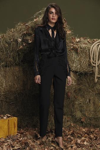 Siyah Nakış Detaylı Pantolon