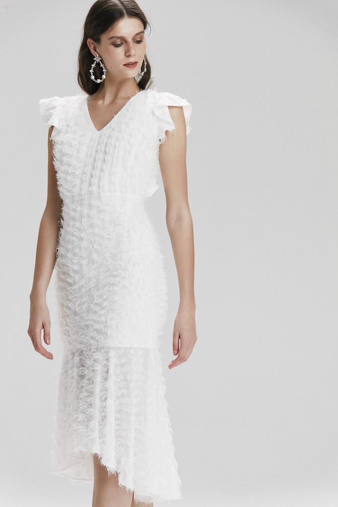 Bej V Yaka Volanlı Elbise