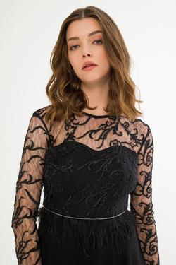 Tüy Detaylı Elbise