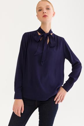 Lacivert Yakası Bağcıklı Bluz