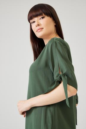 Yeşil Kolu Bağcıklı Elbise