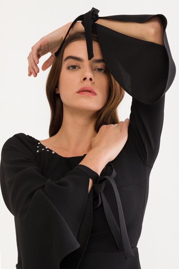 Siyah Arkası Fermuarlı Bluz