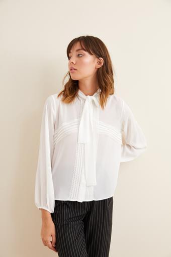 Bej Dantel Detaylı Fularlı Gömlek