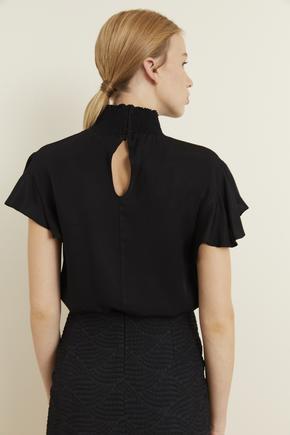 Siyah Kolları Volanlı Gipeli Bluz