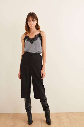 Siyah Diz Altı Bol Pantolon