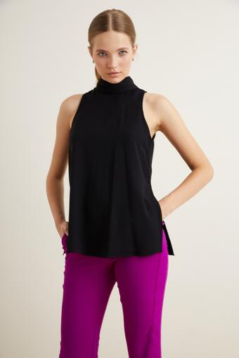 Siyah Yakası Fularlı Kolsuz Bluz