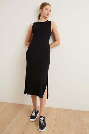 Siyah Örme Kolsuz Yırtmaçlı Elbise