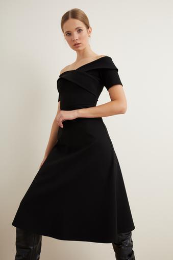 Siyah Kısa Kollu Elbise