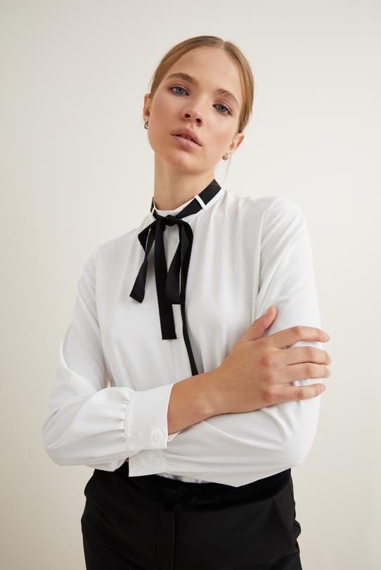 Bej Yakası  Şeritli Gömlek