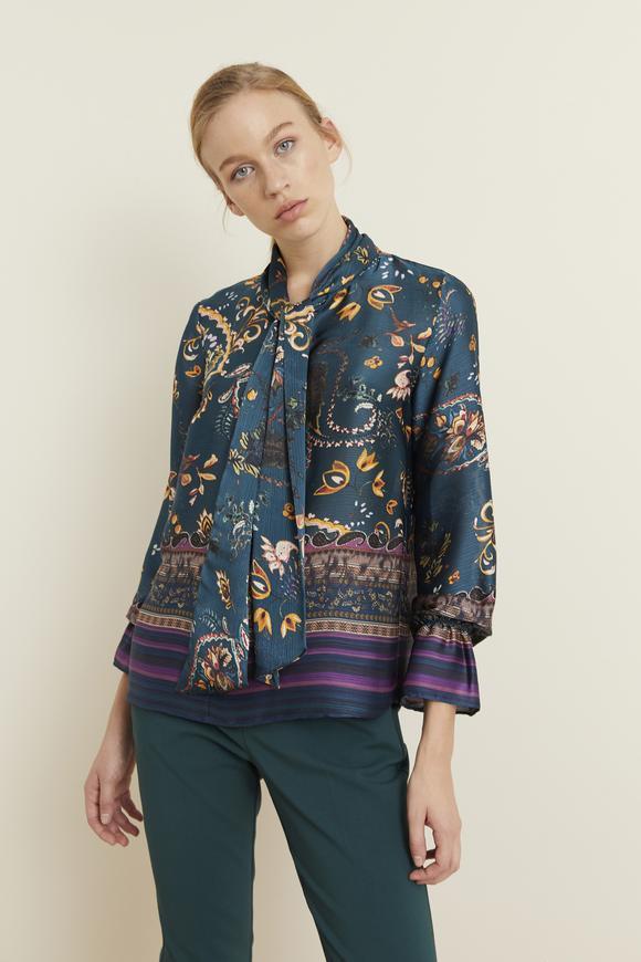 Yeşil Yakası Fularlı Desenli Bluz
