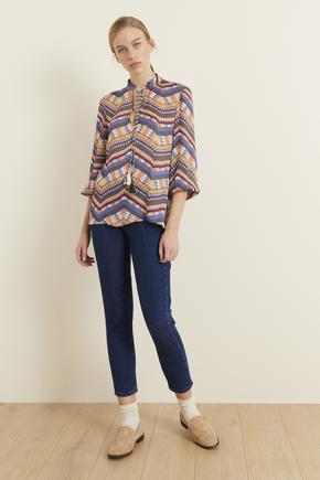 Lacivert Yakası Püsküllü Desenli Bluz
