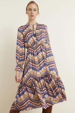 Yakası Püsküllü Desenli Elbise