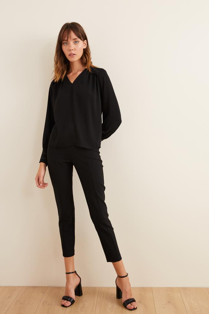 Siyah Omuzları Fırfırlı Manşeti Taş Şeritli Bluz