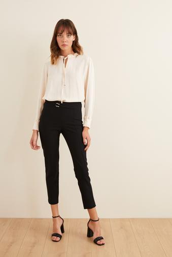 Siyah Beli Aksesuarlı Pantolon