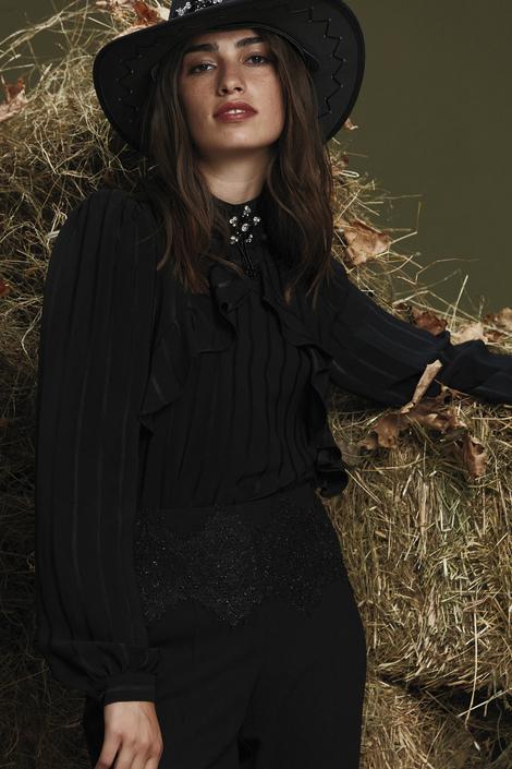 Siyah Dantel Detaylı Bluz.