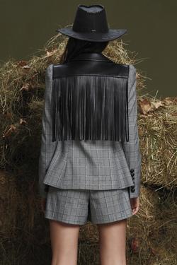 Yakası Deri Ceket