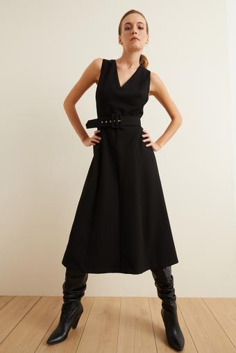 Siyah Kemerli Kolsuz Kuplu Elbise