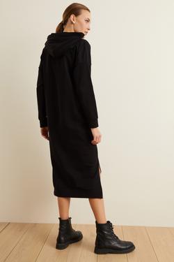 Kapüşonlu Elbise