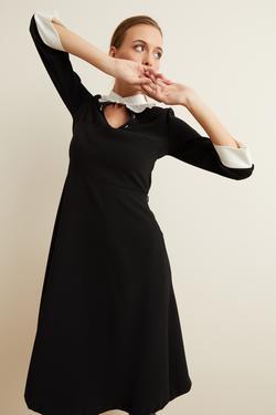 Yaka Fırfırlı Elbise