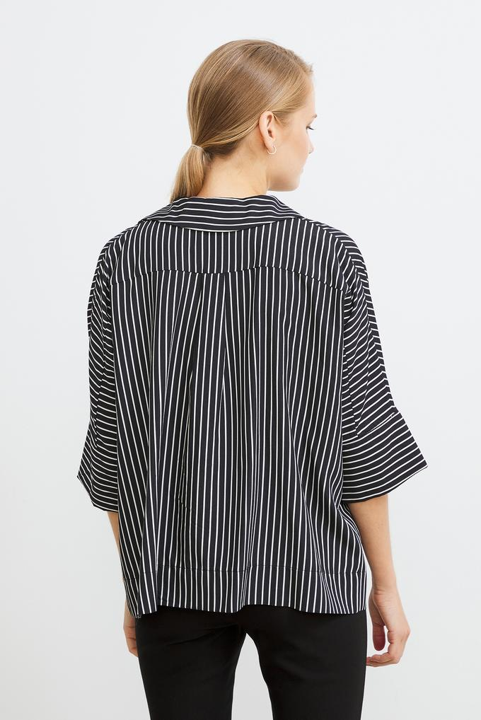 Siyah Düğmeli Cepli Çizgili Gömlek