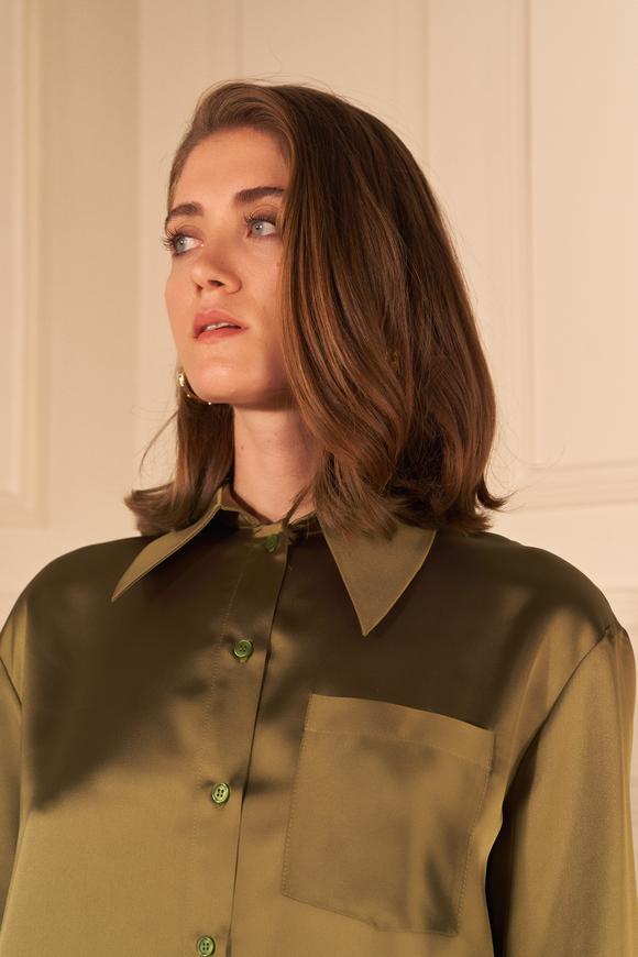 Yeşil Cepli Saten Gömlek