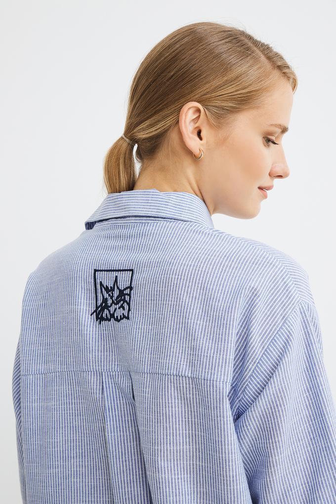 Mavi Düğmeli Nakışlı Çizgili Gömlek