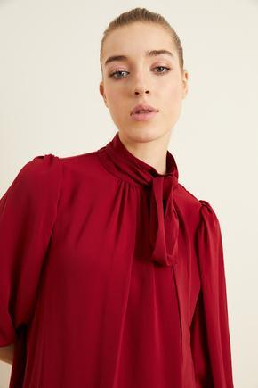 Bordo Yakası Büzgülü Fularlı Bluz