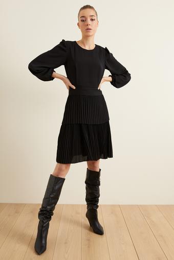 Siyah Pliseli Şifon Elbise