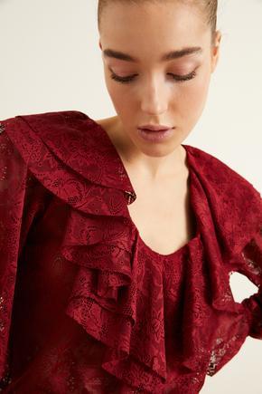 Bordo Yakası Volanlı Dantel Bluz