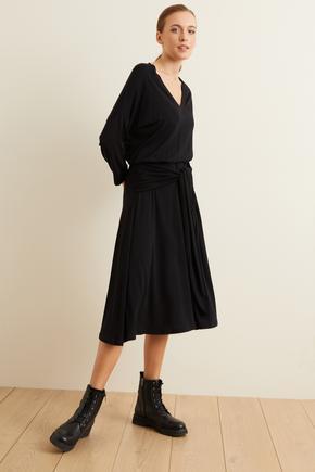 Siyah Örme Belden Bağlamalı Elbise